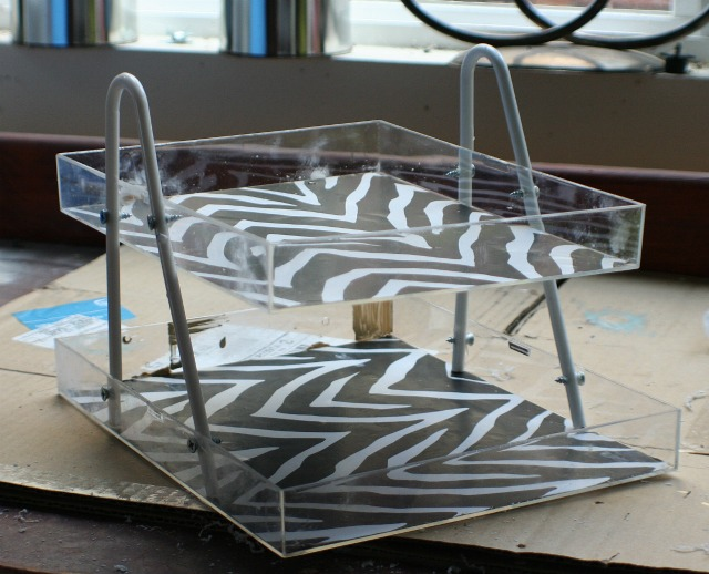 make-a-diy-desk-organizer-from-a-plastic-hanger-and-two-lucite-shadow-boxes