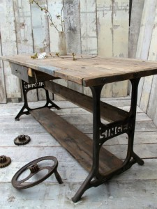 60-idees-pour-recycler-une-vieille-machine-a-coudre-table-salle-a-manger-3