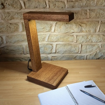 7 id es de r alisations d coration diy ralfred 39 s blog for Lampe de bureau en bois